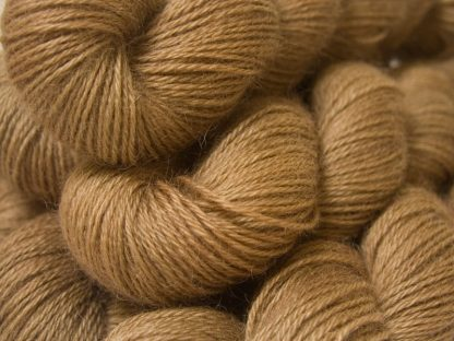 Semi-solid light brown, with oakwood and tawny tones hand-dyed Wensleydale DK/ Double Knit yarn. Hand-dyed by Triskelion Yarn