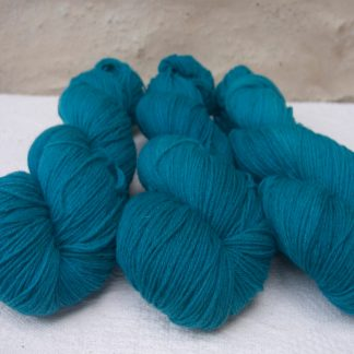 Fiachra - Mid-tone turquoise 4-ply/fingering Peruvian Highland wool sock yarn. Hand-dyed by Triskelion Yarn.